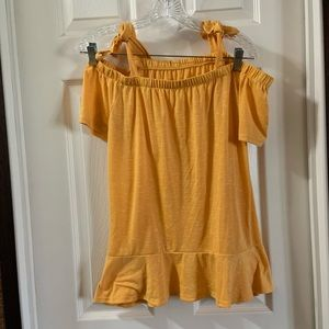 A.N.A. Merigold Yellow Cold Shoulder Top size M